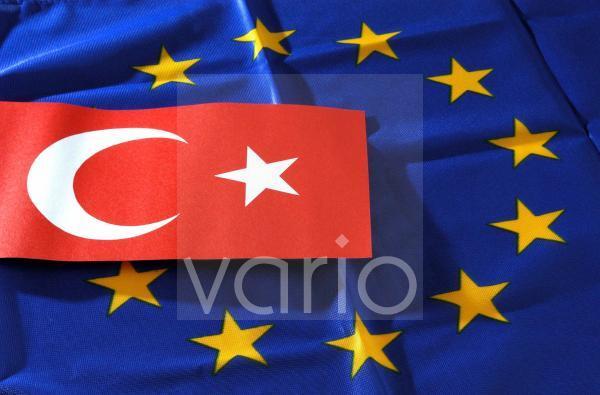 Tuerkische und EU Fahne