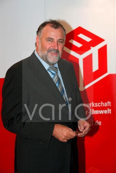 Klaus WIESEHUEGEL