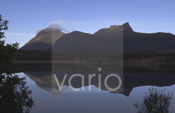 Morgenspiegelung am Sörfjorden