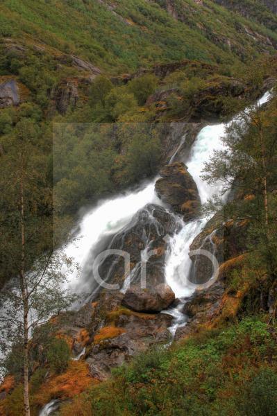 Wasserfall am Briksdalsbreen