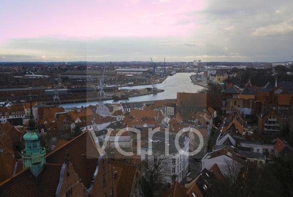 Lübeck aus der Luft mit Hansahafen