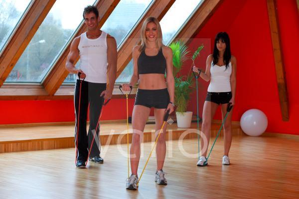 Juge Menschen beim Fitnesstraining