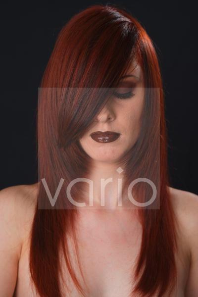 Porträt einer rothaarigen jungen Frau