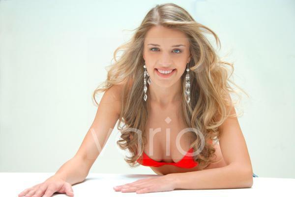 Model in rotem Bikini