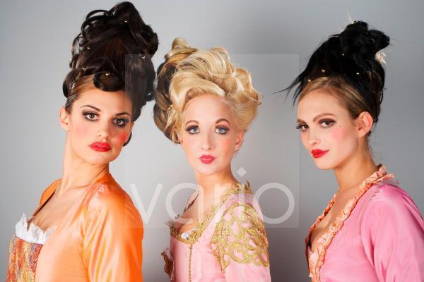 Models mit extravaganten Frisuren