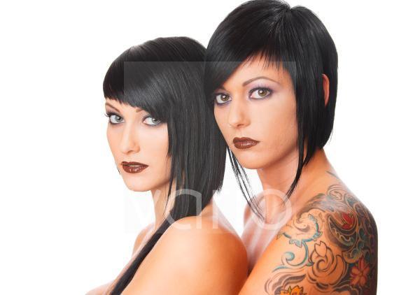 Nackte dunkelhaarige Models