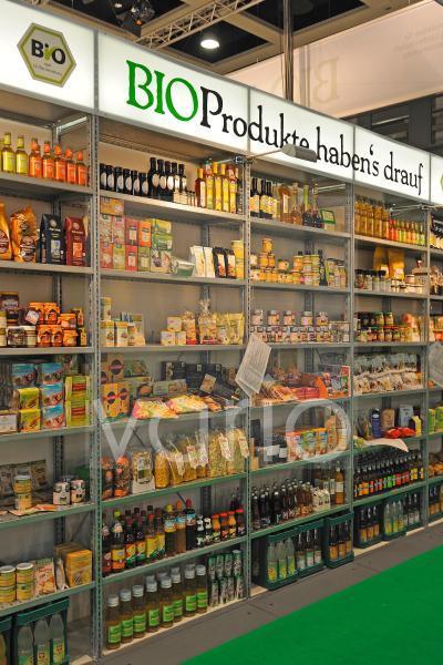 Regal mit diversen Bioprodukten auf der gruenen Woche 2010 in Berlin