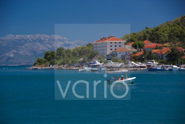 Blick von Trogir auf die Insel Ciovo, Split, Dalmatien, Kroatien