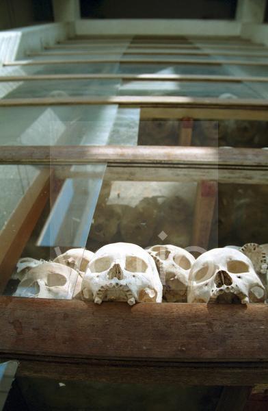 Totenschädel, Turm-Monument auf den Killing Fields nahe Phnom Penh, Kambodscha, Südostasien