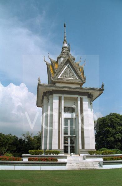 Turm-Monument auf den Killing Fields nahe Phnom Penh, Kambodscha, Südostasien
