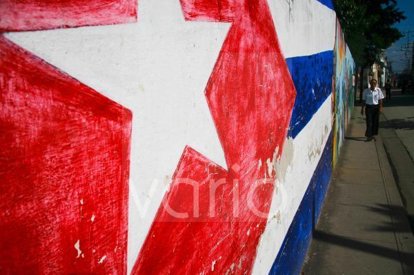 Kubanische Flagge als Wandgemälde in Santiago, Kuba, Große Antillen, Karibik