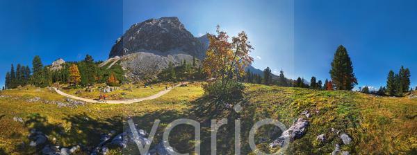 360° Panorama im Herbst am Schachentor bei Schachenhaus, Garmisch-Partenkirchen, Wettersteingebirge, Bayern, Deutschland, Europa