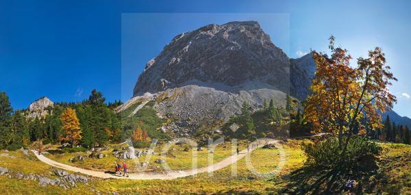 Panorama im Herbst am Schachentor bei Schachenhaus, Garmisch-Partenkirchen, Wettersteingebirge, Bayern, Deutschland, Europa