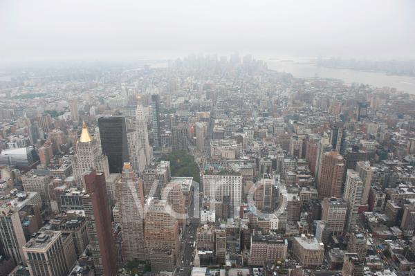 Metropole, Häusermeer, Blick vom Empire State Building auf die Hochhäuser vom Financial District bei Nebel und Dunst, Wolkenkratzer, Manhattan, New York City, USA, Nordamerika, Amerika