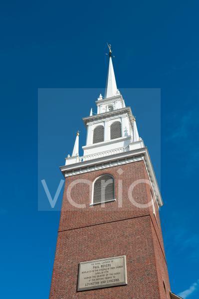 Kirchturm mit weißer Spitze, Old North Church, Christ Church in the City of Boston, Gedenktafel an Freiheitskämpfer Paul Revere, Boston, Massachusetts, Neuengland, USA, Nordamerika, Amerika