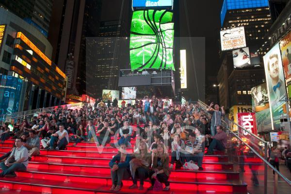 Viele Menschen, Rote Treppe, TKTS, Broadway, Fußgängerzone Times Square, Midtown, Manhattan, New York City, USA, Nordamerika, Amerika
