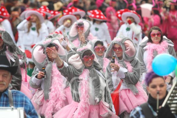 Karneval, Schwerdonnerstagsumzug in Mülheim-Kärlich, Rheinland-Pfalz, Deutschland, Europa