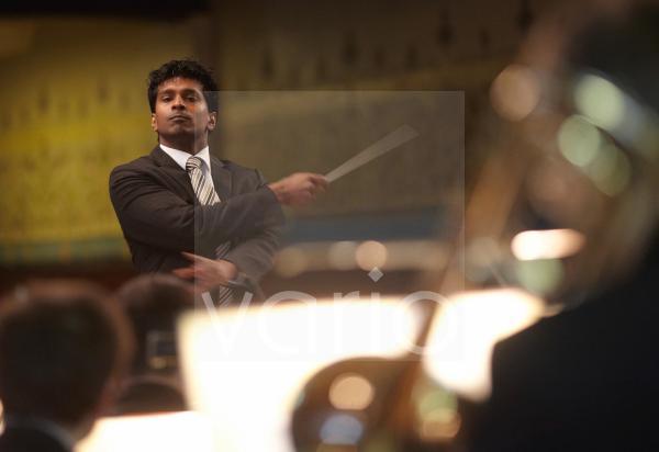 Der Dirigent Leslie Suganandarajah, Koblenz, Rheinland-Pfalz, Deutschland, Europa