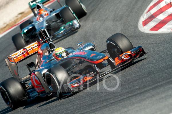 Lewis Hamilton, GB, McLaren-Mercedes MP4-27, vor Michael Schumacher, GER, Mercedes AMG-Mercedes F1 W03, Formel 1 Testfahrten, Februar 2012, Barcelona, Spanien, Europa