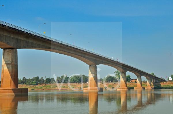 Thai-Lao-Freundschaftsbrücke, 1774 Meter lange Brücke über den Mekong, die Thailand mit Laos verbindet, Nong Khai, Thailand, Asien, ÖffentlicherGrund