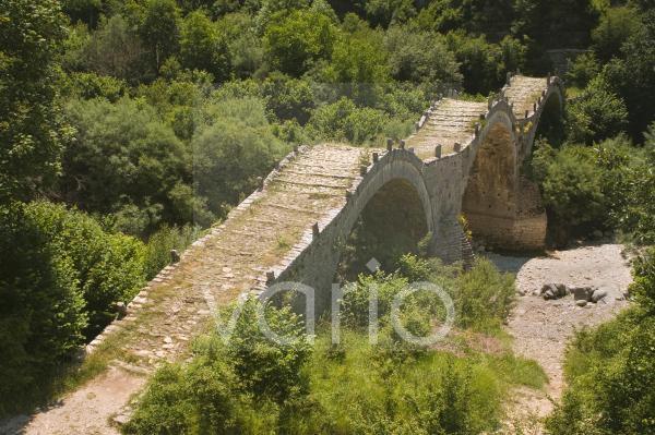 Lazaridis (Kontodimos) bridge, dating from 1753, Kipi, Zagoria mountains, Epiros, Greece, Europe