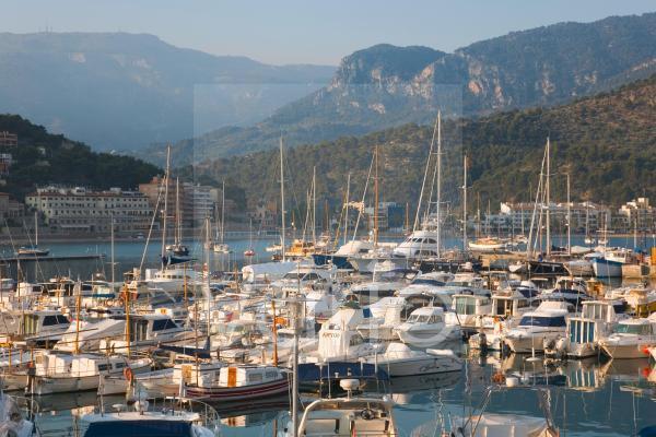 View across the harbour, Port de Soller, Mallorca, Balearic Islands, Spain, Mediterranean, Europe