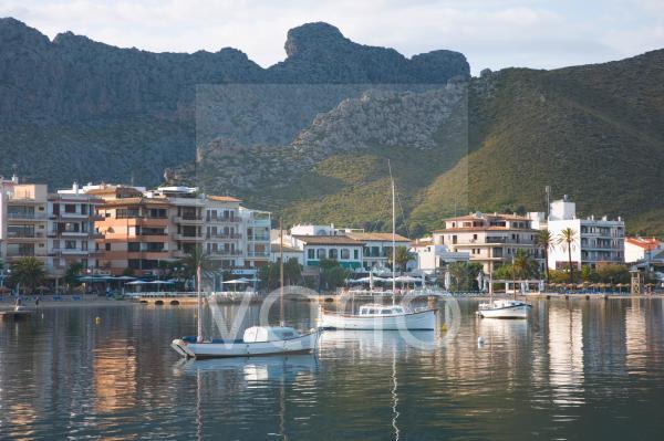 View across the harbour, Port de Pollenca, Mallorca, Balearic Islands, Spain, Mediterranean, Europe