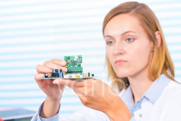 Female electrical engineer fixing circuit