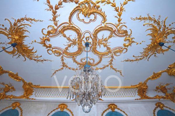 Blaue Galerie, Decke mit Kronleuchter, Neue Kammern, Schloss Sanssouci, Potsdam, Brandenburg, Deutschland, Europa