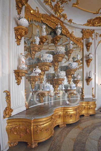 Nachbildung der Gefäße für das barocke Prunkbuffett von Heidi Manthey, 1987, Neue Kammern, Schloss Sanssouci, Potsdam, Brandenburg, Deutschland, Europa