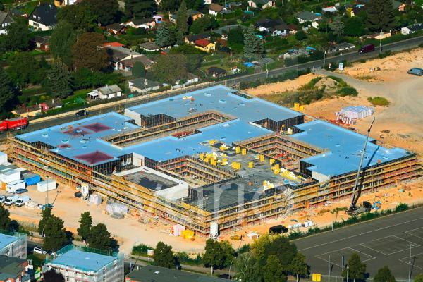 Baustelle zum Neubau des Schulgebäudes Clay-Oberschule im Stadtteil Rudow in Berlin, Deutschland