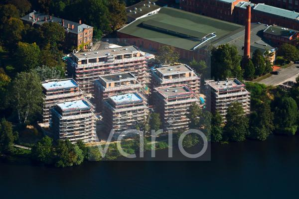 Baustelle zum Neubau einer Mehrfamilienhaus- Wohnanlage auf der Havel-Insel Eiswerder in Berlin, Deutschland