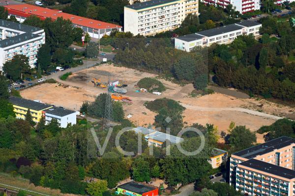 Baustelle zum Neubau des Schulgebäudes im Ortsteil Hellersdorf in Berlin, Deutschland