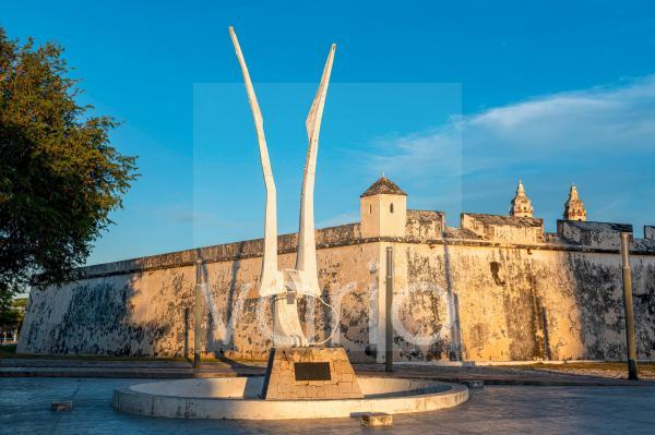 Mexico, Campeche, San Francisco de Campeche, Animal sculpture in front of old fortified wall in historic city
