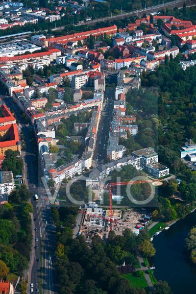 Baustelle zum Neubau eines Wohnhauses Am Generalshof - Uferweg Alte Spree in Berlin, Deutschland