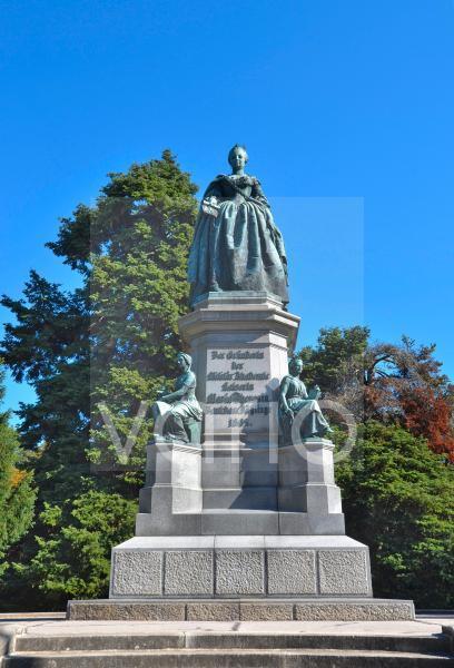 Das Maria-Theresien-Denkmal im Akademiepark