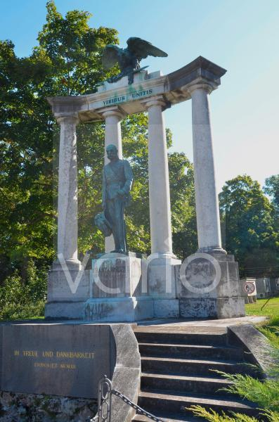 Die Kaiser-Franz-Joseph I.-Statue im Akademiepark