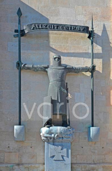 Das Kriegerdenkmal Der Eiserne Ritter