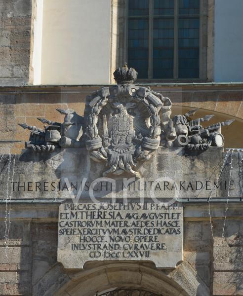 Die Burg von Wiener Neustadt - Wappen ber dem Haupteingang