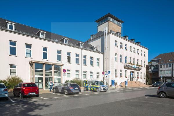 Velberter Rathaus, parkende Autos, Velbert, Bergisches Land, Niederbergisches Land, Nordrhein-Westfalen