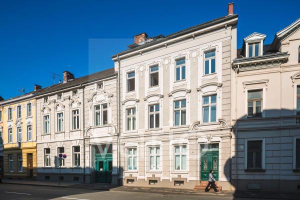 Stadtpalais, Wohngebaeude und Geschaeftshaus Benrather Strasse 50 und 52 in Hilden, Bergisches Land, Niederbergisches Land, Nordrhein-Westfalen