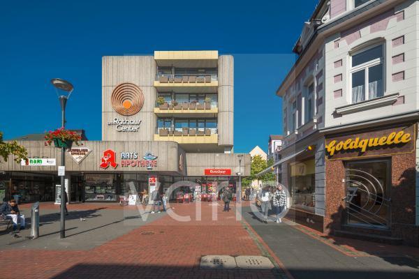 Fussgaengerzone Mittelstrasse, Einkaufsstrasse, Einkaufszentrum Rathaus Center, Hilden, Bergisches Land, Niederbergisches Land, Nordrhein-Westfalen