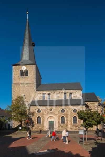 Reformationskirche zu Hilden, evangelische Pfarrkirche, Emporenbasilika, Romanik, Hilden, Bergisches Land, Niederbergisches Land, Nordrhein-Westfalen