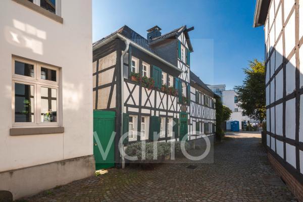 Eisengasse mit Kueckeshaus, schmale Gasse, Fachwerkhaus, Hilden, Bergisches Land, Niederbergisches Land, Nordrhein-Westfalen