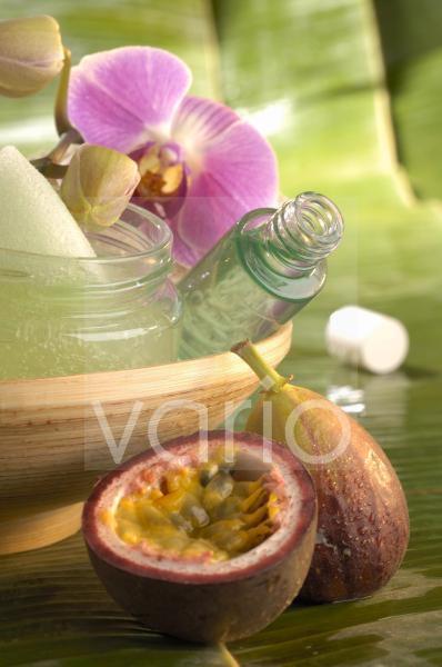 Beauty-Gel; Orchideenblüte und Passionsfrucht