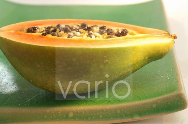 Papayahälfte (Carica papaya)
