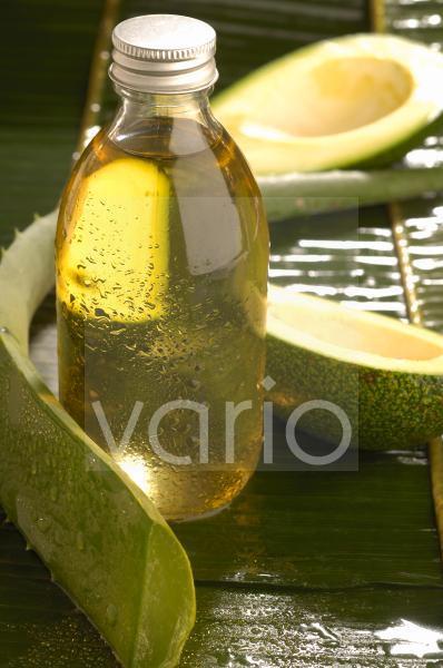 Aloe Vera und Avocado mit Pflegeöl