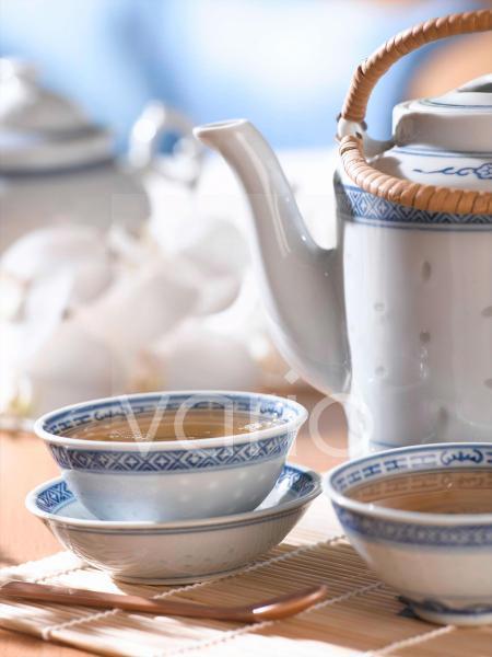 Grüner Tee in chinesischem Teegeschirr