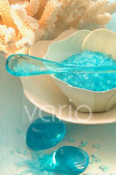 Blaues Badesalz