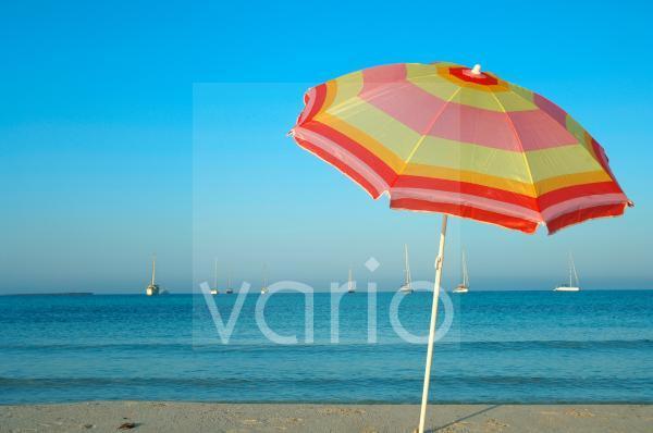 Sonnenschirm am Meer